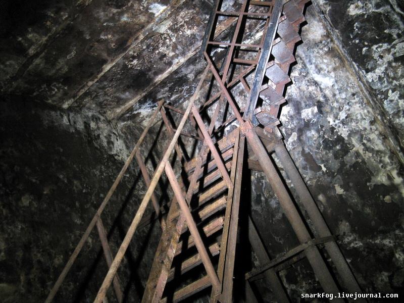 Лестница между ярусами.