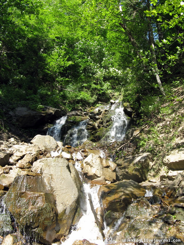 Один из тысяч водопадов