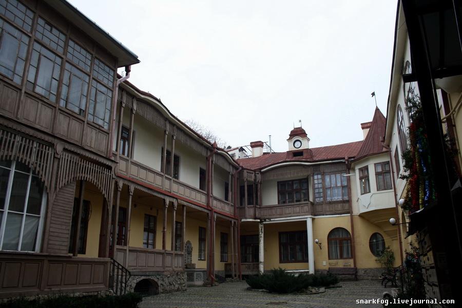 Черновицкий дворик