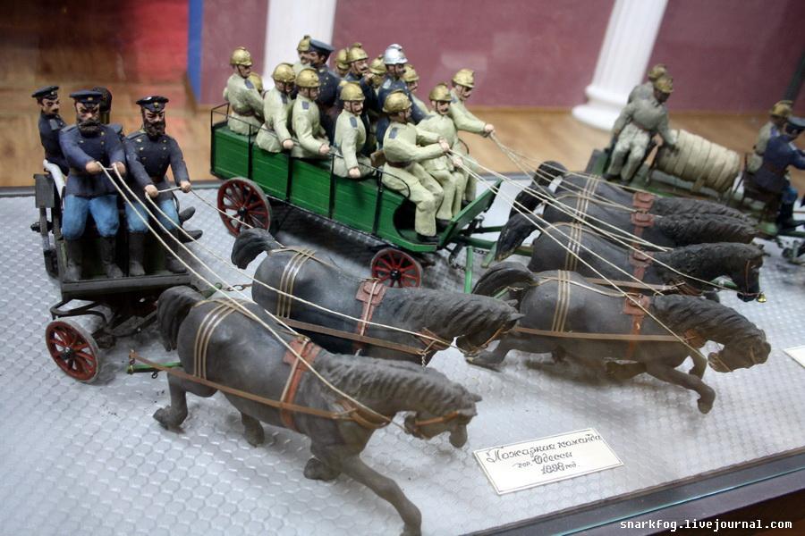 Модели пожарной техники образца XIX века