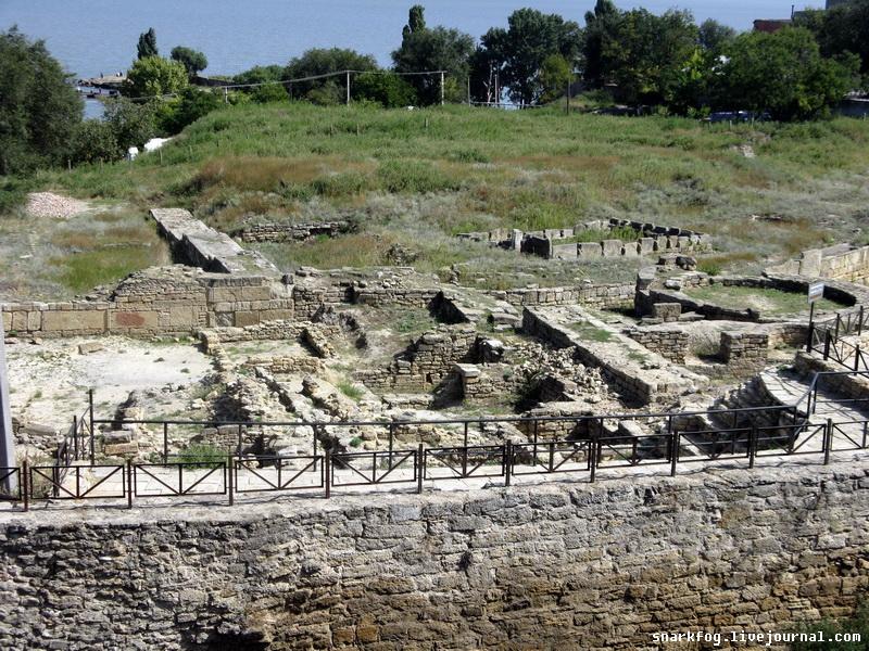 развалины древнегреческого античного города Тира.